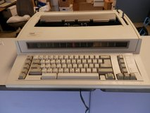 IBM Personal Wheelwriter 2 Electronic Typewriter - Excellent Condition in New Lenox, Illinois
