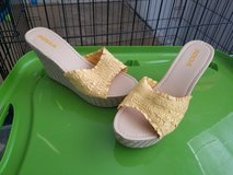 Womens size 8 SODA Wedges in Fort Riley, Kansas