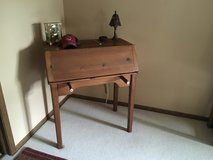 Pine desk in Tinley Park, Illinois