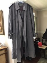 Trenchcoat, gray- men's in Pleasant View, Tennessee