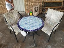 Outdoor table and chairs in Alamogordo, New Mexico