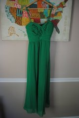 Stunning Green Ralph Lauren Formal Dress Size 6 in Fort Bragg, North Carolina
