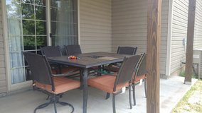 Patio table 6 chairs in Fort Leonard Wood, Missouri