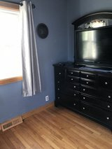 Bedroom set king sized bed in Morris, Illinois