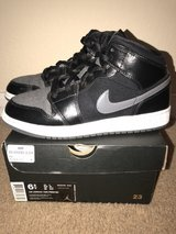 Air Jordan 1 Mids-Youth Size 6.5 in Lackland AFB, Texas