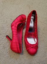 PRETTY RED HIGH HEEL SHOES in Clarksville, Tennessee