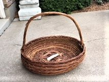 LARGE ROUND WICKER BASKET   PLANT/PATIO/CONTAINER BASKET in Westmont, Illinois