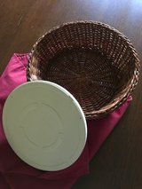Dinner roll warming basket in Westmont, Illinois