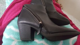 ankle boots size 10 in Travis AFB, California