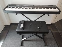 Digital Piano, stand, bench, sustain pedal in Baumholder, GE