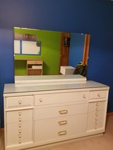 Dresser w/mirror in Joliet, Illinois