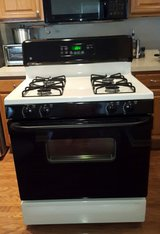 GE Gas Stove Black n White Very Clean Works Great in Joliet, Illinois