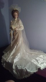 """Franklin Mint Heirloom Collection: Gibson Girl Bride """"Anne"""" porcelain doll in Naperville, Illinois"""