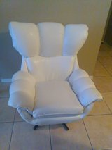 White Faux Leather/Leatherette Swivel Chair in Phoenix, Arizona