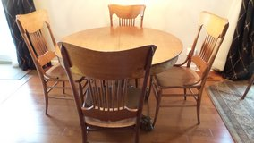 ANTIQUE ROUND SOLID OAK CLAW FOOT TABLE AND 4 SPINDLE CHAIRS in Yorkville, Illinois
