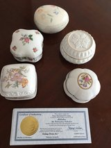 Porcelain music box with certificate $8 each in Las Vegas, Nevada