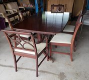 Vintage Dining Table, 6 Chairs, 1 leaf And Table Pads in Tinley Park, Illinois