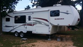 2008 Sundance fifth wheel trailer 32 ft with 2 slide outs in Pasadena, Texas