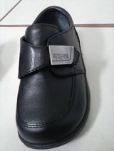 Kenneth Cole Reaction toddler boys' size 5.5M LIKE NEW in Conroe, Texas