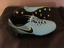 women's size 7 soccer cleats in Chicago, Illinois