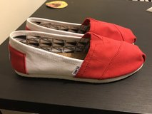 Brand new toms size 8.5 in Westmont, Illinois