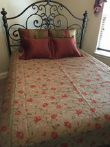 Queen size bedding in Glendale Heights, Illinois