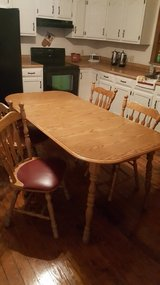 DINNING TABLE W/ 4 CHAIRS in Rolla, Missouri