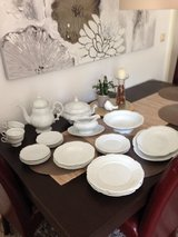 Reduced! Classic white dishes in Wiesbaden, GE