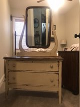 vintage dresser w mirror in Warner Robins, Georgia
