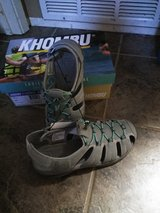 Size 8 ladies active sandals in Travis AFB, California