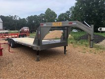 24' Drive Over Fender Gooseneck Trailer in Fort Polk, Louisiana