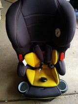 Hybrid 3-in-1 car seat / booster in Plainfield, Illinois