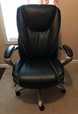 Serta Big and Tall Office Chair, Like New in Fort Campbell, Kentucky