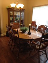 Dining Room table with 6 Chairs in Fort Campbell, Kentucky