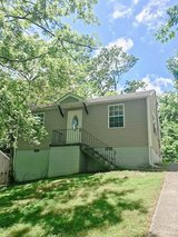 Gorgeous 2 Bed 1 Bath Near Madison St! in Clarksville, Tennessee