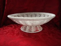Sturdy 12 in dia White String & Wire 4 in rise Pedestal Centerpiece BOWL in Orland Park, Illinois