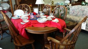 Oval Oak Table, 6 chairs and 4 leaves in St. Charles, Illinois