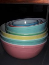 vintage pyrex nesting bowls in St. Charles, Illinois