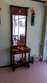 Hall/Entry Table and Mirror in Fort Leonard Wood, Missouri