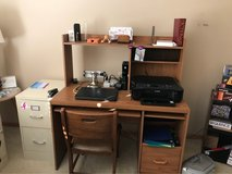 Desk (other items in pix not included) in Chicago, Illinois