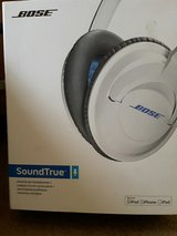 Bose soundlink head phones .only just opend the box in Lakenheath, UK