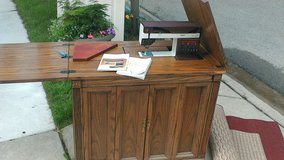 Pfaff Model 1469 Sewing Machine with Cabinet in Chicago, Illinois