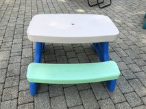 Kids outdoor table in Glendale Heights, Illinois