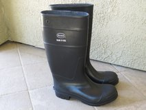 New men's rubber boots in Travis AFB, California