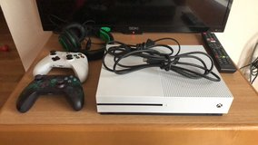 XBOX One S 1TB, two controllers and headset in Grafenwoehr, GE