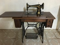 Singer Class 127 Treadle Sewing Machine in Shorewood, Illinois