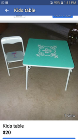 Table and chaier in Hinesville, Georgia