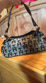 Tommy Hilfiger Purse in Cleveland, Texas