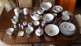 For sale Chinese dish set in Fort Leonard Wood, Missouri
