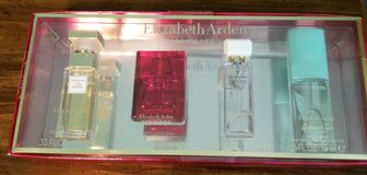 Elizabeth Arden perfume set in Fort Riley, Kansas